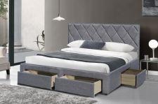 BETINA lova su stalčiais