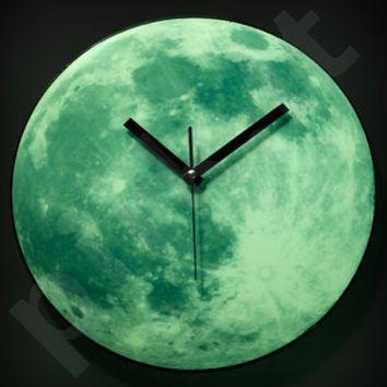 Tamsoje šviečiantis laikrodis