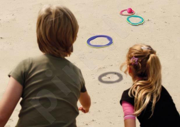 Žaidimas su žiedais ir kamuoliuku