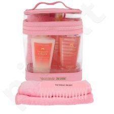 Victoria´s Secret Passion Struck kūno rinkinys moterims, (Nourishing kūno purškiklis 60 ml + kūno losjonas 60 ml + dušo želė 60 ml + šukos+ Towel + kosmetikos krepšys)