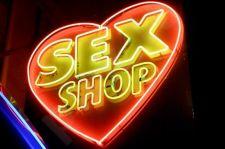 Ekskursija erotinių prekių parduotuvėje. Dviems žmonėms.